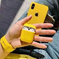 """Комплект: чехол стеклянный """"Закаленное стекло"""" для iPhone XS/ X, желтый + ремешок soft-touch для Apple Watch 44мм/ 42мм + чехол для AirPods 1/2"""
